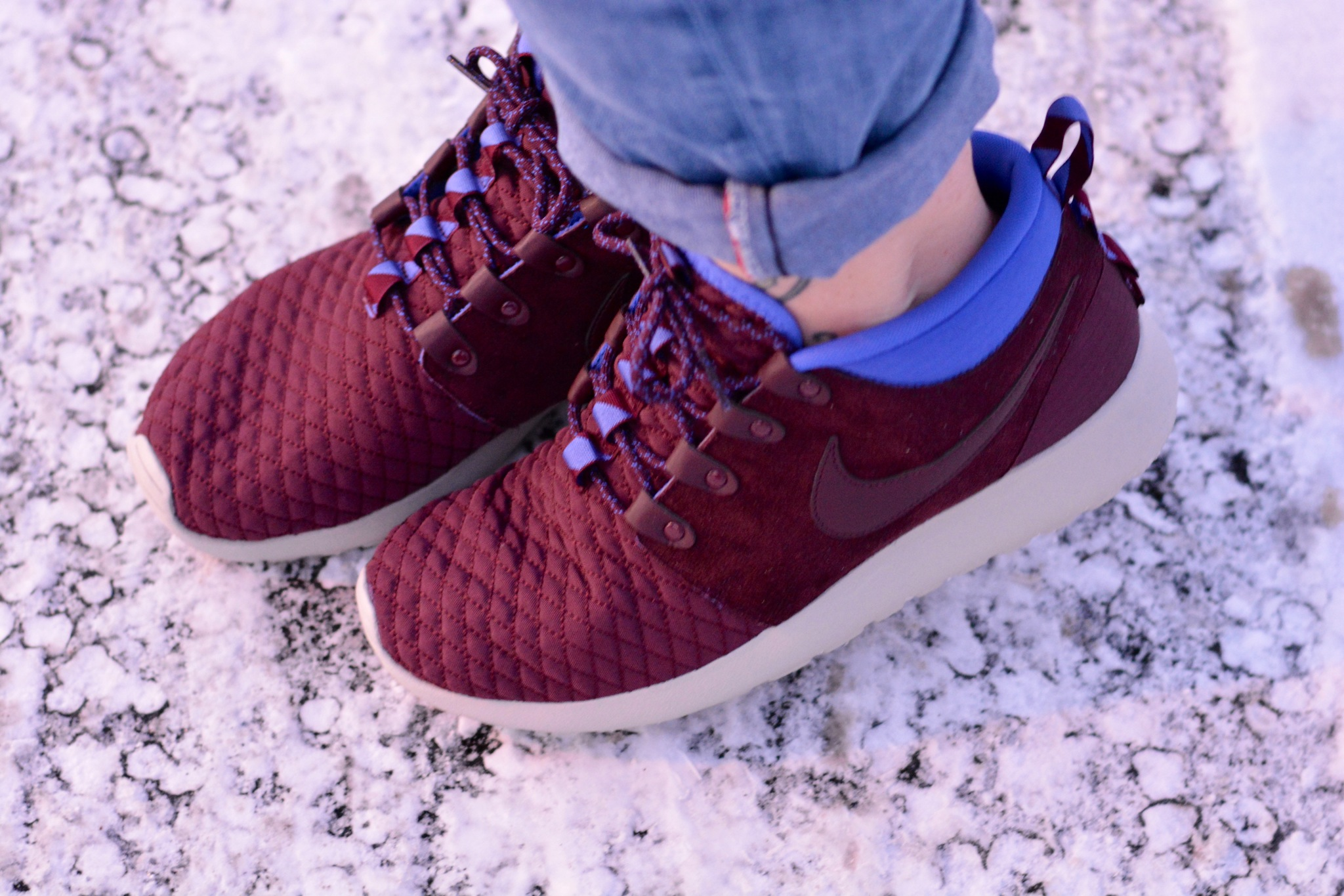 nike roshe with or without socks